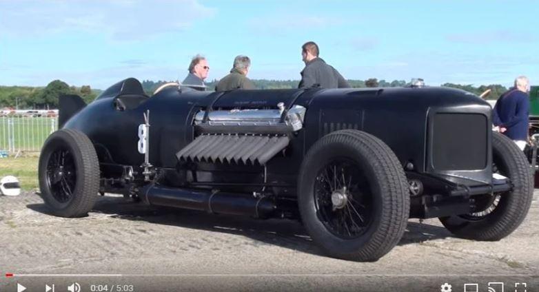 Автомобиль с двигателем от торпедного катера