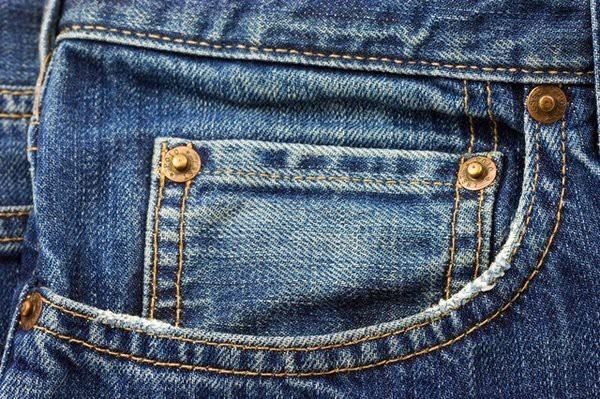 Зачем у джинсов внутри кармана есть маленький кармашек?