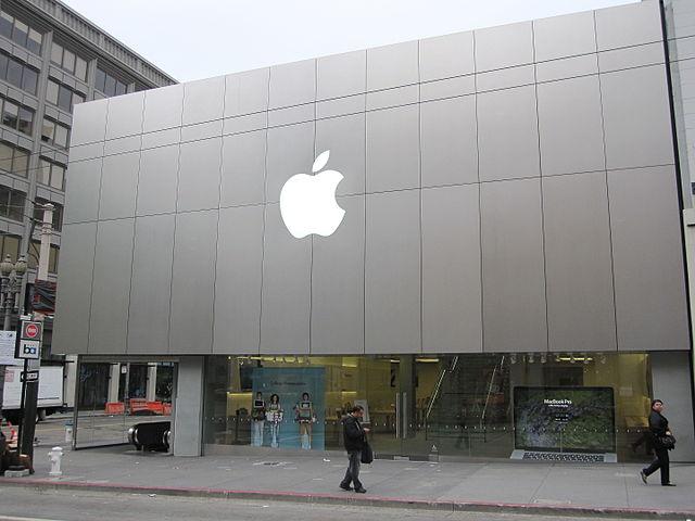 Почему продавцы в магазине Apple аплодируют...