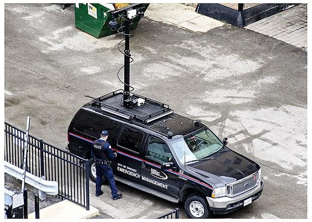 Как работает полицейский перехват сотовых в США - Stingray