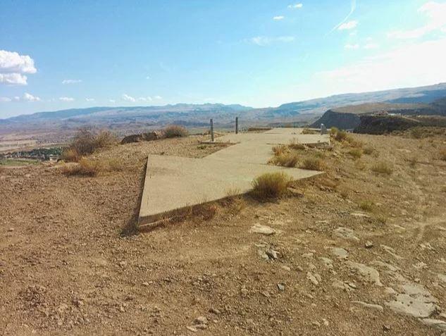 Кто построил в пустыне исполинские бетонные стрелки...